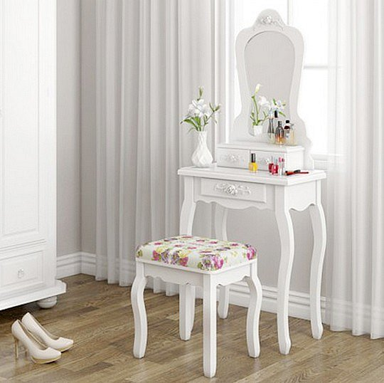 Soutěžte o romantický toaletní stolek za 3 tisíce korun