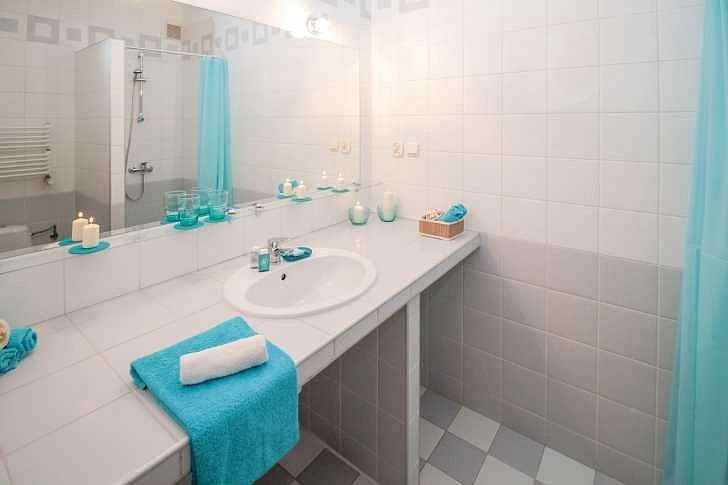 Soutěž o elektrické přímotopné těleso, bezdrátové skryté ozvučení koupelny, designovou baterii FIM a 50% slevu na nerezový sprchový žlab