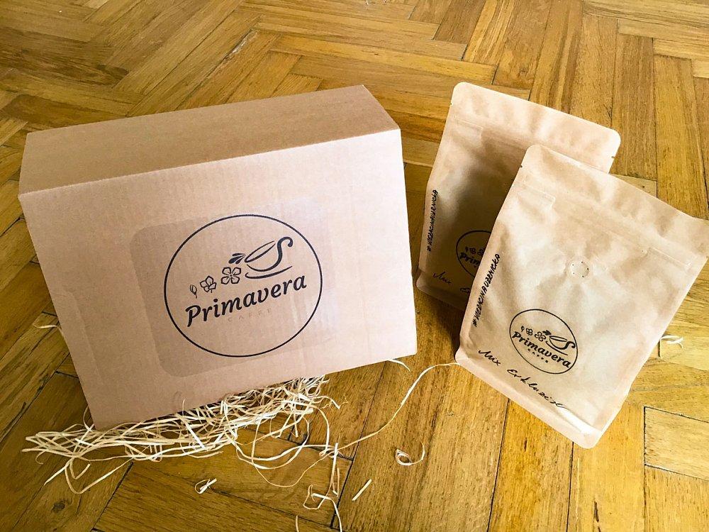 Soutěž o trojici dárkových balíčků kávy Primavera Caffe s překvapením!