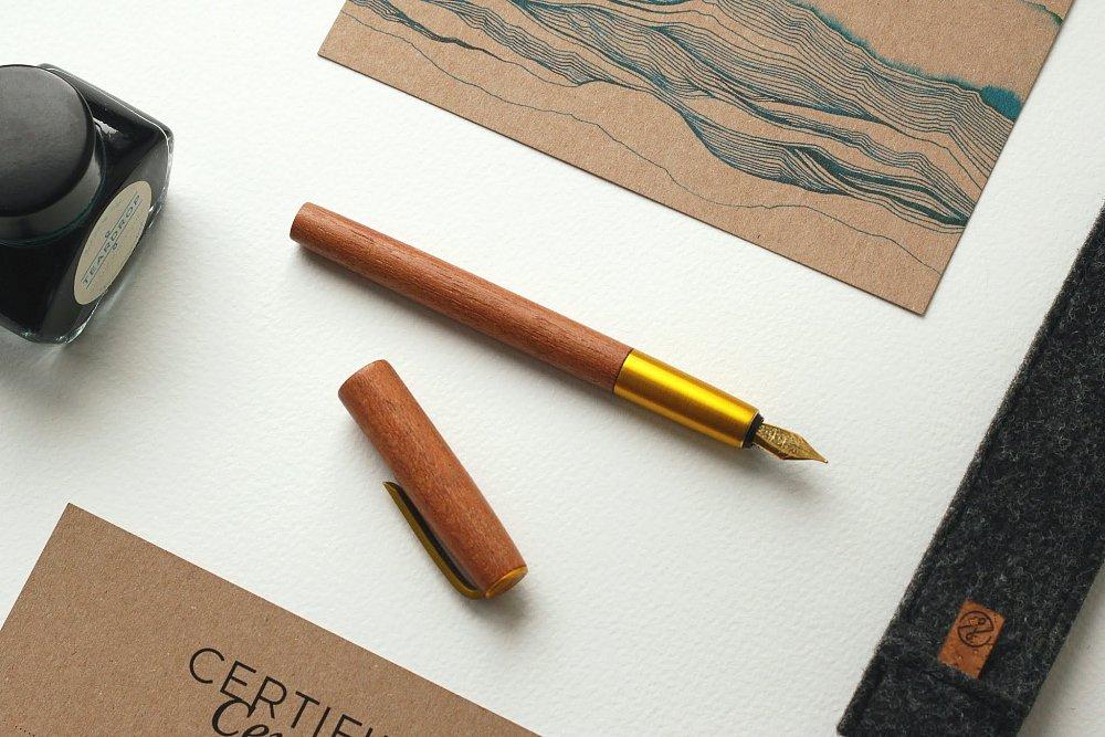 Hlasujte a vyhrajte dřevěné pero!